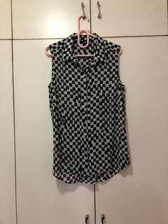 H&M black and white sleeveless shirt size 38