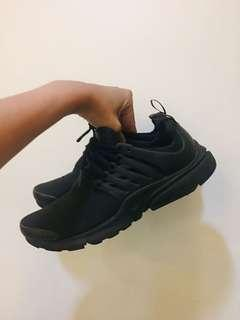 Nike 全黑魚骨鞋 24cm us6