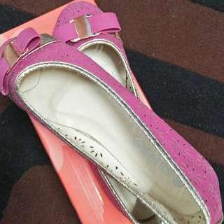 Women's pink flat shoes