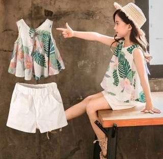 Instock sleeveless leaf 🍃 design blouse plus shorts