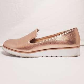 UNKNOWN BRAND - Size 7 - Golden Slip On Shoes