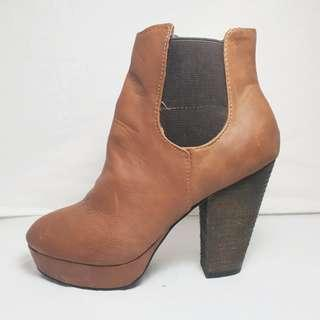 LONDON REBEL - Size 6 - Brown Leather Look High Heel Boots