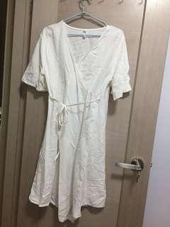 純白V領連身裙