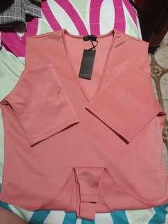 🚚 BNWT Coral Body Top