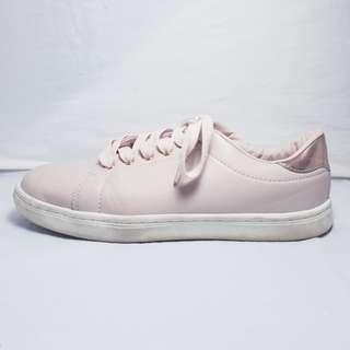 NOW - Size 7 - Light Baby Pink Stylish Running Shoes