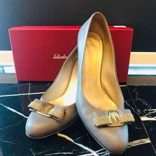 Salvatore Ferragamo Grey Classic bow heels Size 8.5C shoes