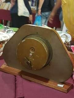 Table winding clock