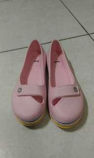 🚚 粉色防水娃娃鞋
