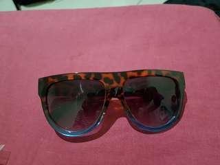 Kacamata harga 35k (masing masing)