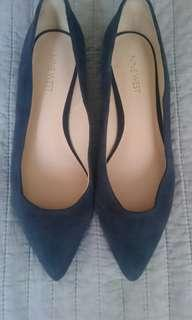 Nine West suede navy pumps
