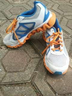 Sepatu Reebok good condition. Jarang dipake size 37 insole 23cm