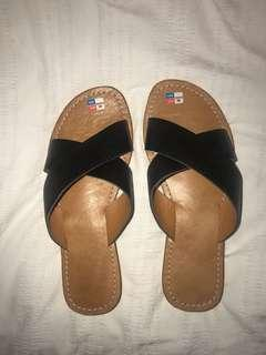 LEATHER CROSSFRONT SLIP ON SANDALS