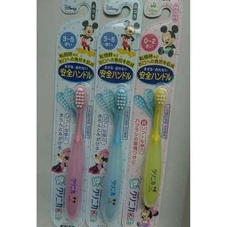 日本獅王Lion  Mickey Mouse 可彎曲 0-2歲 / 3-5歲嬰幼兒牙刷  媽媽力推牙刷款  小朋友從此愛上刷牙!!! 真人真事