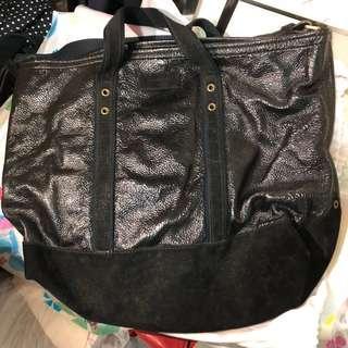 (大割價六折出售 - 之前價格 $1600)YSL 真皮 (猄皮同漆皮) tote bag