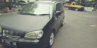 Mobil KIA Carens 1