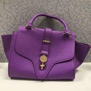 (大割價六折出售 - 之前價格 $ 280)poupee de papier 紫色真皮手袋