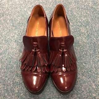 (大割價七折出售 - 之前價格 $180)紫色高踭牛津鞋