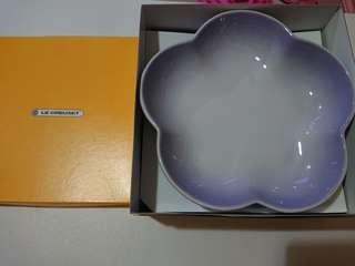 Le Creuset powder purple Medium Flower Dish set of 2