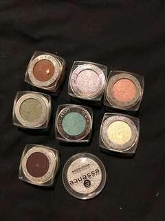 Single powder eyeshadows - L'Oréal, essence
