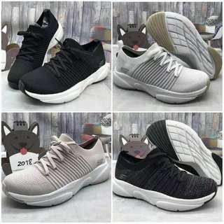 Sepatu wanita skeachers