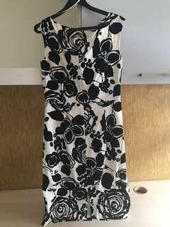Pre-loved Black White Shift dress with lining