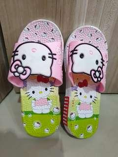 (New and Unused) HELLO KITTY Slippers Size 34