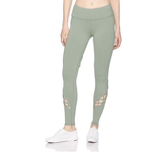 98492b10e6ba4 Alo Yoga Entwine legging, Sports, Sports Apparel on Carousell