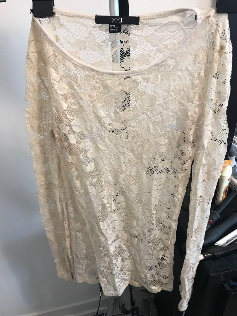 Forever 21 Off white lace top size M