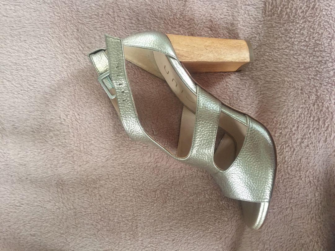 Unisa silver heel