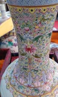 Daqing Jiaqing Year System 珐琅 glaze color Kaleidoscope character bottle. 大清嘉慶年制 珐琅釉彩 万花筒人物瓶