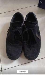 Sepatu pria converse ori