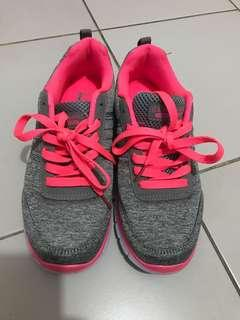 US POLO running shoes