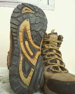 Rei Mountain Boot waterproof breathable
