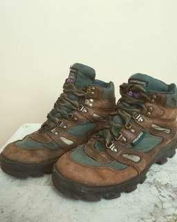 Pro specs Hiking boot ground grass