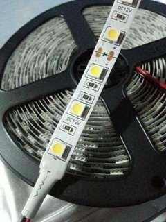 LED 燈帶,岩開價問多要可倾。 太耐,沒有物件試白、黄。