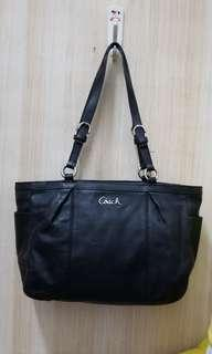 COACH ★(tote bag)Black Gallery leather EW Tote