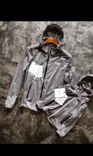 🚚 Moncler灰色薄外套