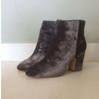 Zara Velvet ankle boots , dark lilac , Size 38 / 7.5 NEW