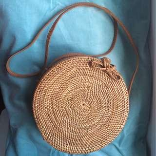 Round woven Rattan bag from Bali <3