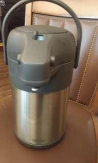 🚚 不銹鋼真空氣壓式保溫壺  不銹鋼色 TAH-3000-SBK