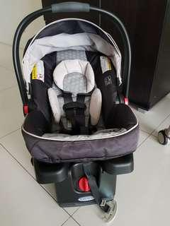 Sale! Graco baby carrier and car seat with base only use once with manual