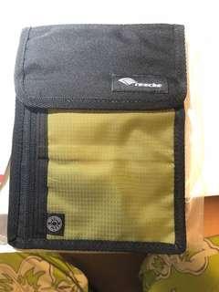 Re:echo Travel Wallet (Green) B018A