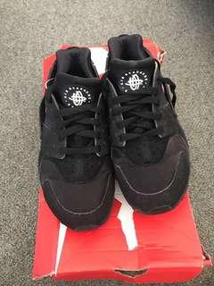 Full black nike hurraches