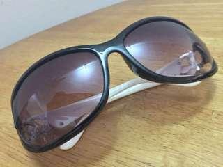 1 x Preloved Sunglasses