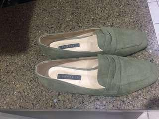 Loafer green color