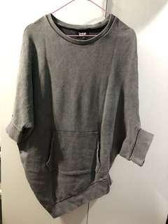 Izzue 灰色衫