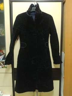 黑絲絨硬身長身大衣