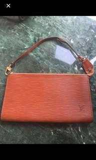 💯real 橙🍊色樹🌲紋LV 小手袋,二手,購入$12000幾。😓