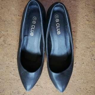 BClub Pointed Heels Size 7