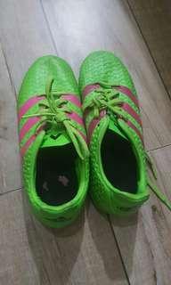 Adidas green size 4